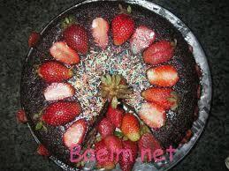 طرز تهیه کیک توت فرنگی با روکش شکلات