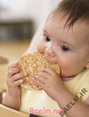 تغذیه کودک | اثرات غذای کمکی همراه با شیر مادر