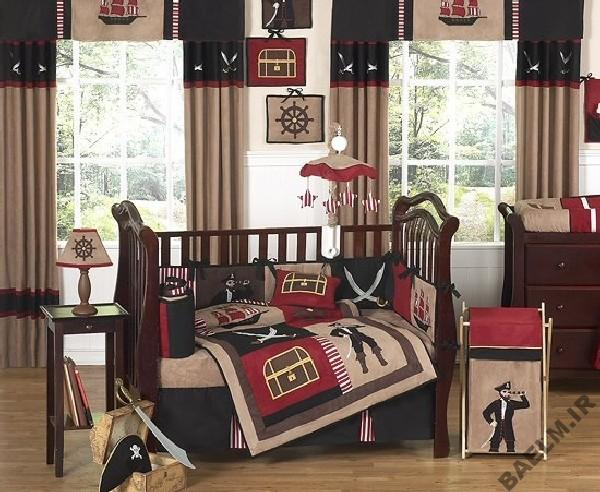 Pirate-bedding-in-vivid-print-to-cheer-up-your-little-boy