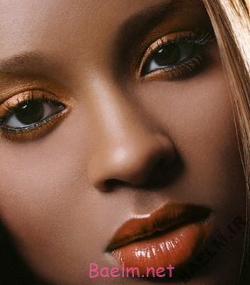 چه رژ لبی با پوست صورت ما بیشتر به چشم می آید؟