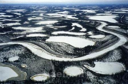 دیدنیها   عکس های رودخانه ای زیبا که در زمستان تبدیل به جاده میشود