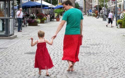 جالب | پدری مهربان که بخاطر پسرش دامن میپوشد