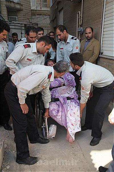 حوادث | عکس های امداد رسانی به زن 160 کیلویی تهرانی