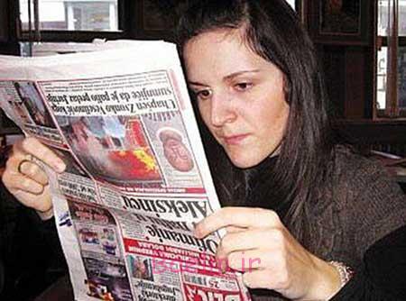 جالب | عکس زنی که مجبور است وارونه بخواند و ببیند