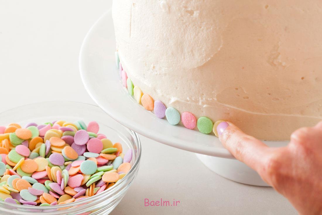 کیک چند طبقه رنگی