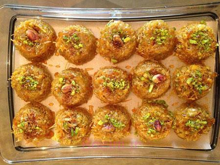 آموزش انواع شیرینی   طرز تهیه باقلوای پاکستانی با تزئین گردو و پسته (بسیار ساده)