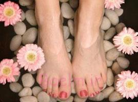 خانم ها | چطور موهای پای خود را بدون بریدن بدنتان اصلاح کنید