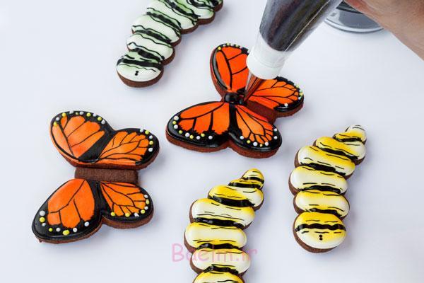 آموزش تصویری | تزئین کوکی به شکل پروانه های فانتزی و مجلسی (بسیار زیبا)