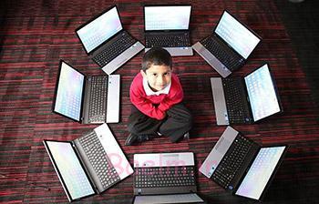 اخبار علمی جالب | جوانترین متخصص رایانه جهان تنها 5 سال دارد