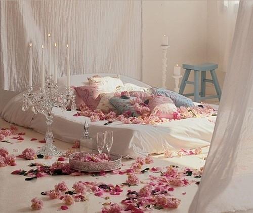 دکوراسیون اتاق خواب زیبا با شمع