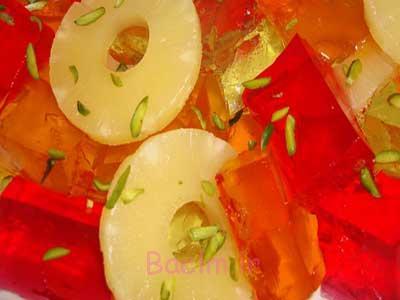 تزئین ژله مکعبی شکل با آناناس