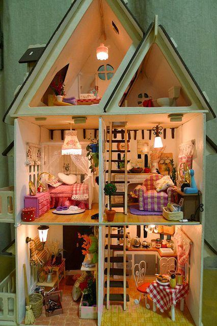ایده های خلاقانه،هنرنمایی جالب روی چوب،خانه مخصوص عروسک
