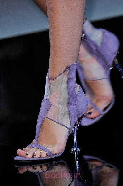 خالص آبی با کفش پاشنه بلند توسط آرمانی
