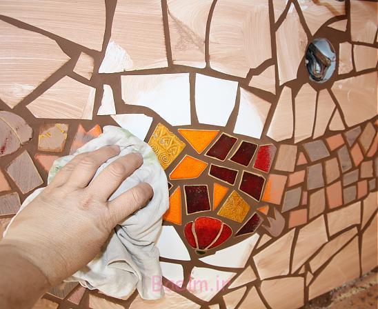 کار با کاشی شکسته روی کاشی آشپزخانه آموزش تصویری تزئین دیوار آشپزخانـه با کاشی شکسته • هنر خانـه ...