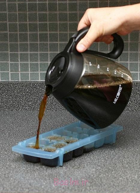 تکه های یخ را برای شما قهوه قهوه سرد و یا یخ در بهشت