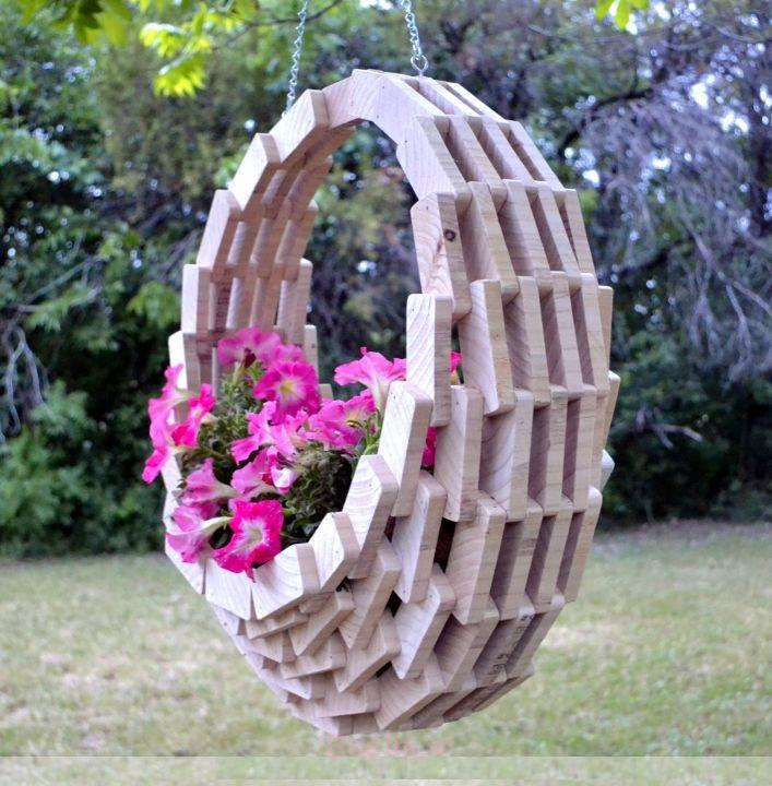 http://loveshav.com/wp-content/uploads/2014/10/1-beautiful-wood-hanging-planters.jpg
