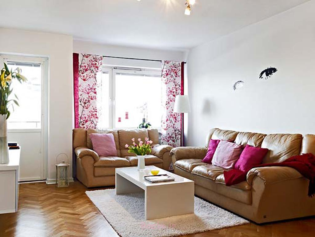 Simple Sitting Room Decoration