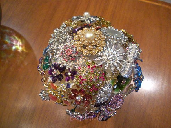 http://trendymods.com/wp-content/uploads/2013/06/Stylish-wedding-brooch-bouquet-12.jpg
