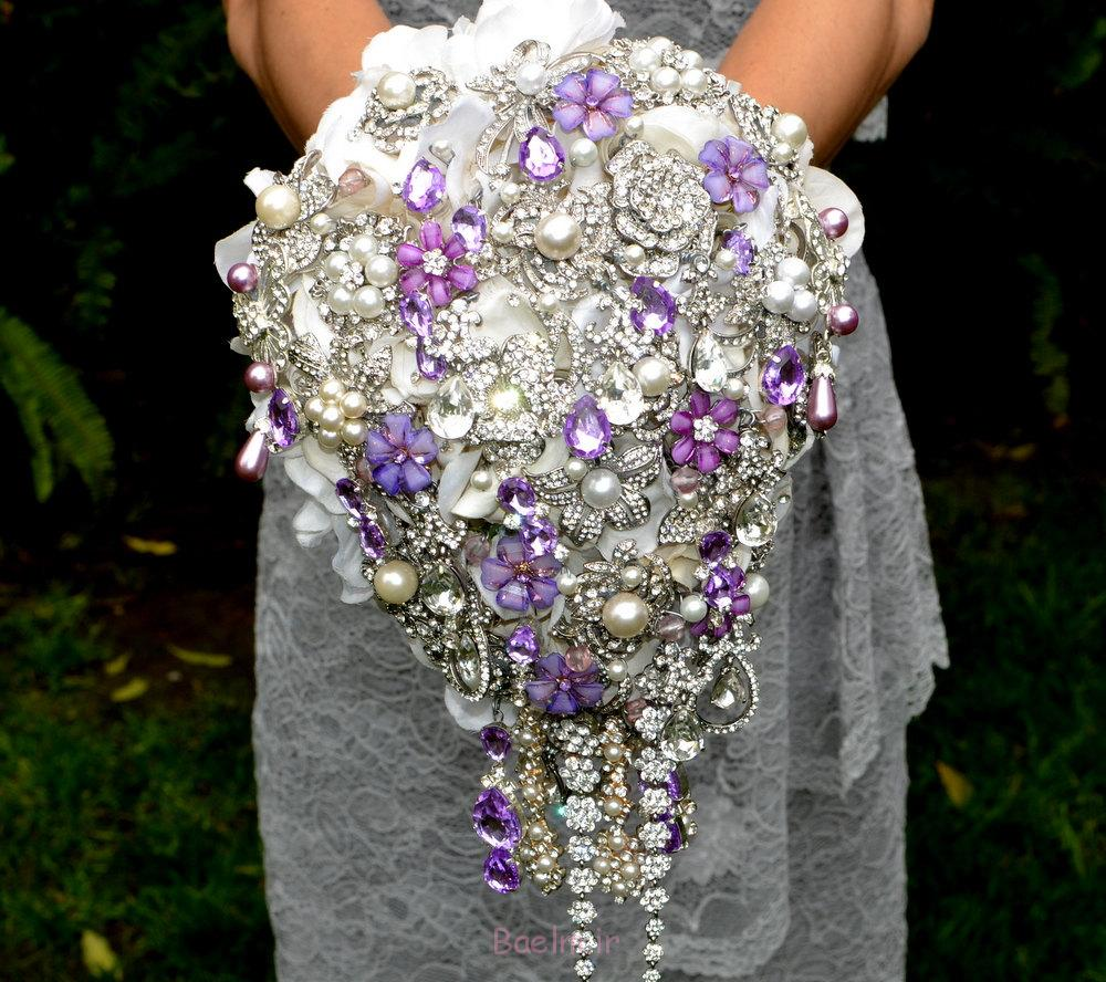 http://trendymods.com/wp-content/uploads/2013/06/Stylish-wedding-brooch-bouquet-15.jpg