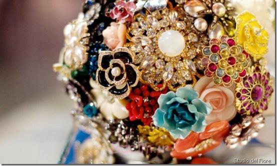 دسته گل سنجاق سینه عروسی شیک (8)