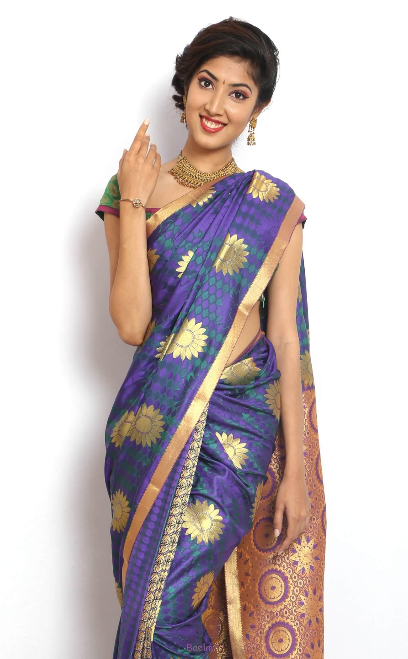 beautiful flower printed saree for girls