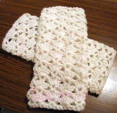beautiful white fingerless crochet mittens design