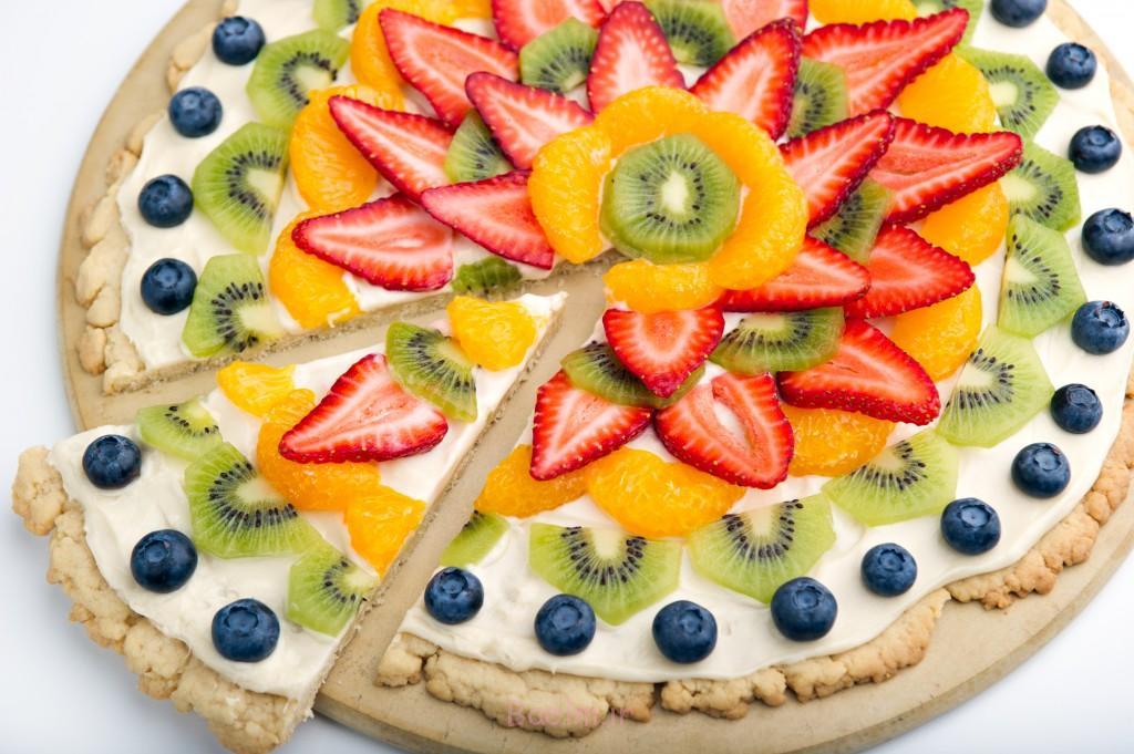 عکسهای دیدنی | دسرهای خوشمزه با تزیین انواع میوه به شکل پیتزا