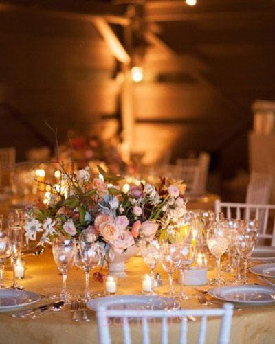 تزیین پاییزی جایگاه عروس و داماد,تزیین پاییزی صندلی های مراسم عروسی