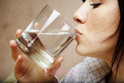 فواید نوشیدن آب, دفع مواد سمی بدن