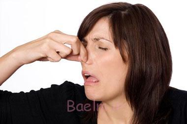 بوی بد ناحیه تناسلی در زنان, علت بوی بد ترشحات زنان, ترشحات واژن