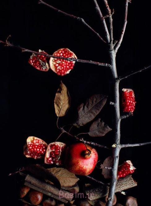 تزیین انار شب با شاخ و برگ خشک شده درختان