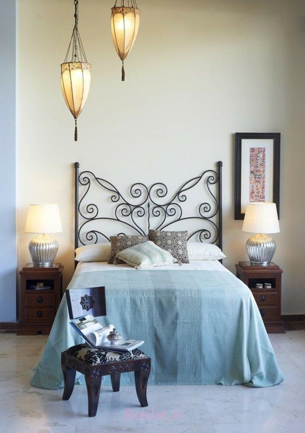 schlafzimmer gestalten metallbett kopfteil schmiedeeisen orientalisches hocker laternen decoandalus