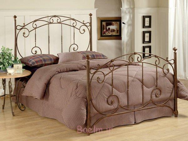 schlafzimmer gestalten metallbett ranken muster messing vintage design rustikal