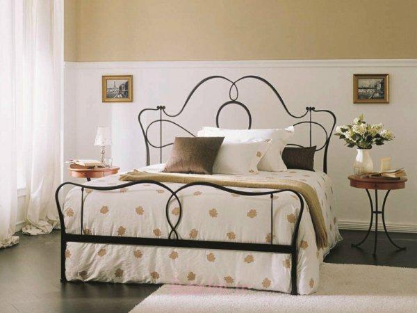 schlafzimmer gestalten metallbett schmiedeeisen geschwungene linien naturfarben archiproducts