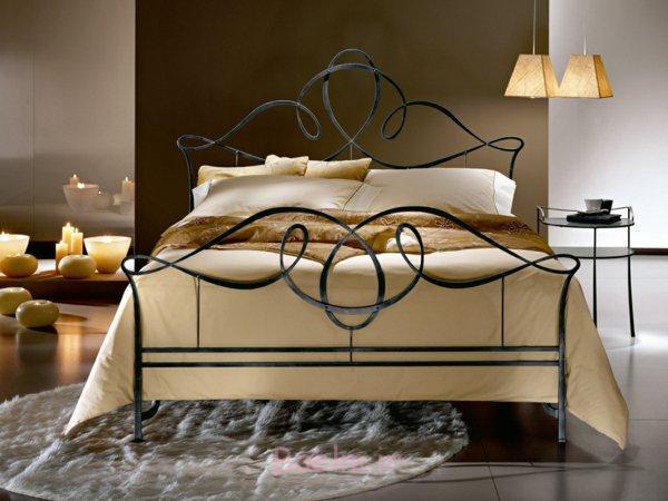 schlafzimmer gestalten schmiedeeisen doppelbett metallbett runder teppich loren archiproducts