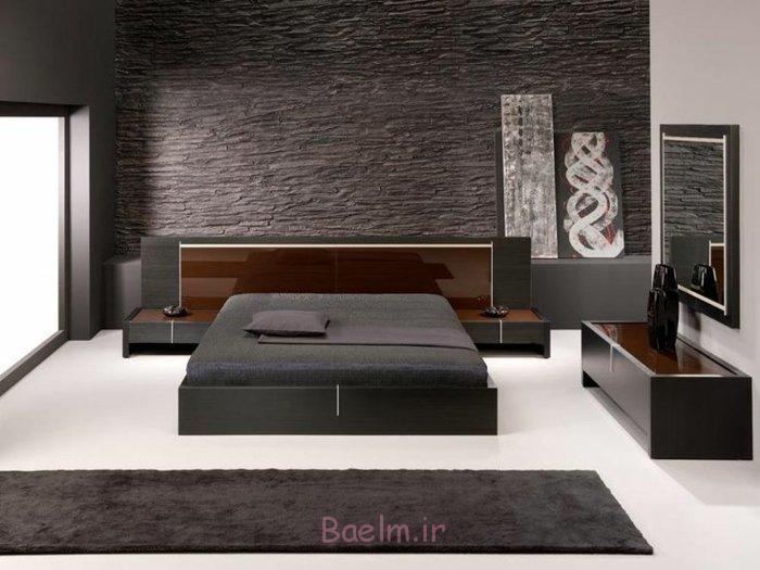 steinwand anthrazit farbe bettgestell teppichläufer minimalistisch