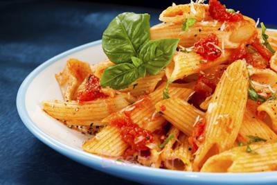 طرز تهیه ماکارونی کم خرج, پخت ماکارونی با پنیر و گوجه