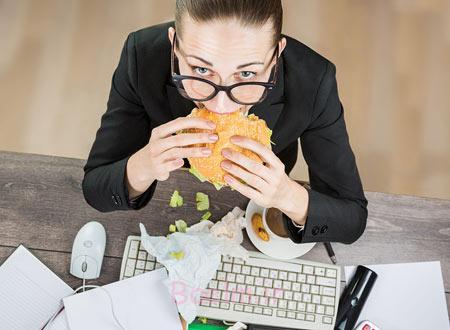 عادات بد هنگام کار کردن,آسیب به سلامتی, عوارض نشستن طولانی مدت
