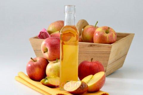4. شستشو با سرکه سیب