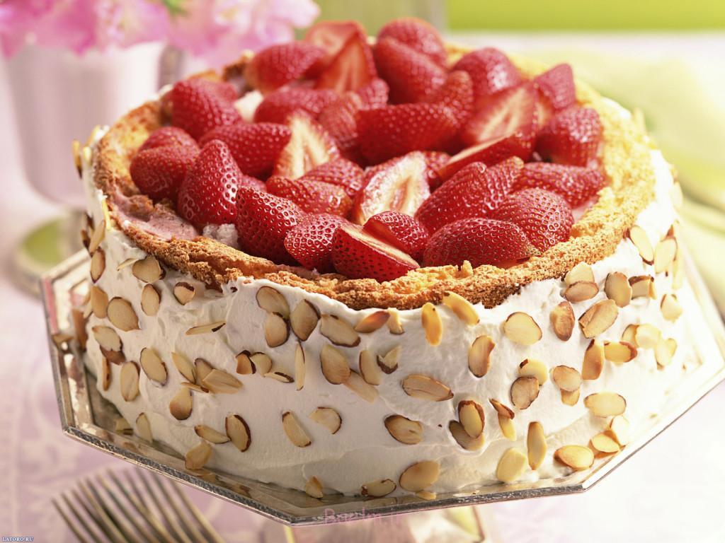 تزئینات ساده و زیبا | نمونه هایی از تزیین انواع کیک با توت فرنگی ...