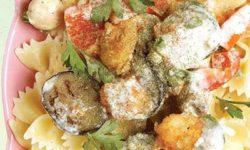 انواع ماکارونی   طرز تهیه پاستای پروانه ای با سس سبزیجات و میگو