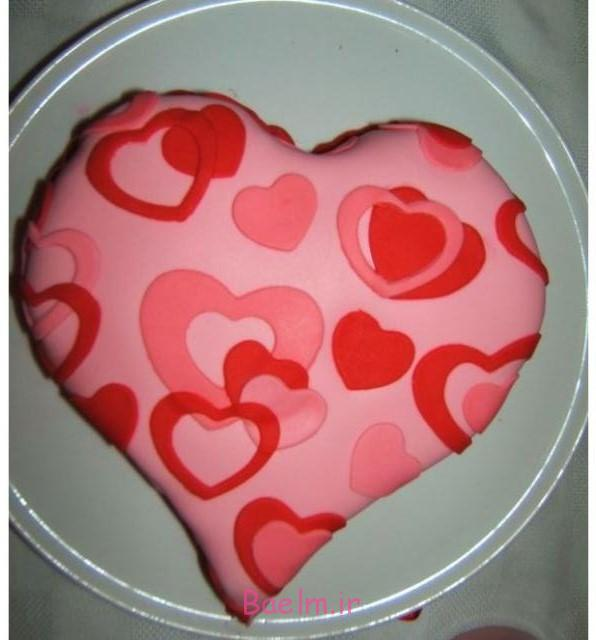 red-pink-valentines-cake-decorating