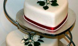 شیک ترین تزیینات کیک عروسی   تزیین مجلسی و زیبا با گل