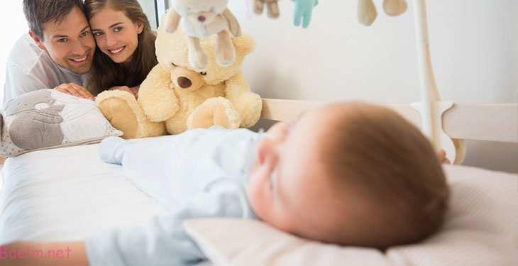 روش های صحیح خواباندن نوزاد - بیدار شدن های نوزاد در نیمه شب