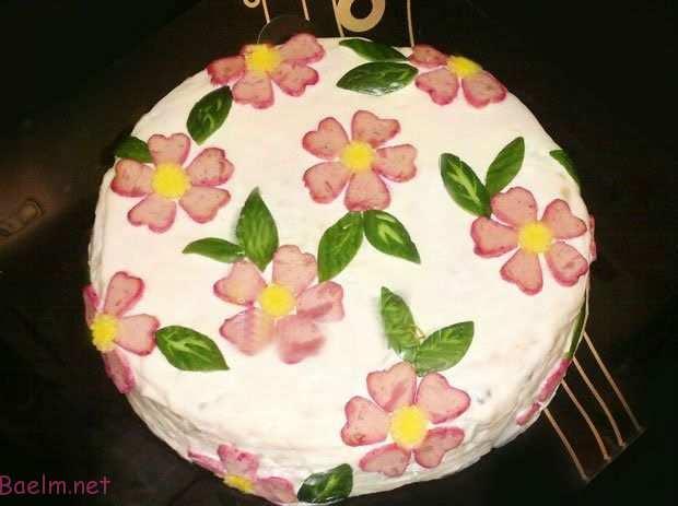 تزئین سالاد الویه مجلسی به شکل کیک تولد