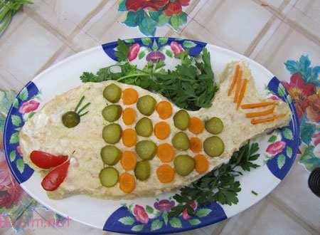 تزئین سالاد الویه مجلسی به شکل ماهی بچه گانه