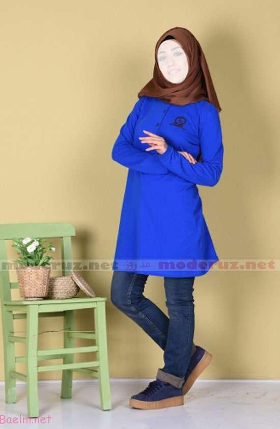 مانتو دخترانه رنگ آبی شالی ست شده با شلوار جین آبی و کفش اسپرت و شال قهوه ای