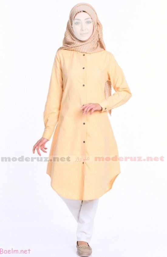 مدل مانتو زرد لیمویی با روسری طرح دار کرم و شلوار سفید و کفش بدون پاشنه و تخت به رنگ کرم