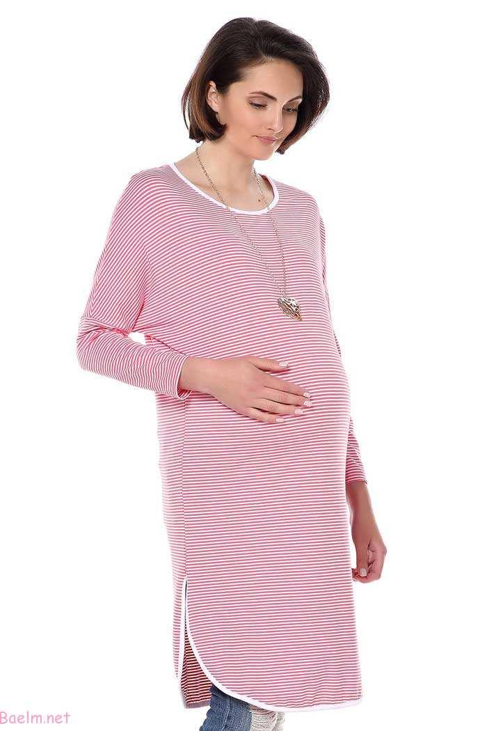 لباس بارداری رنگ صورتی روشن با خط های سفید افقی با شلوار جین