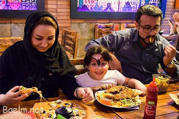 یکی از مشخصه های ، رستوران خوب و سالم ، حضور خانوادهاست